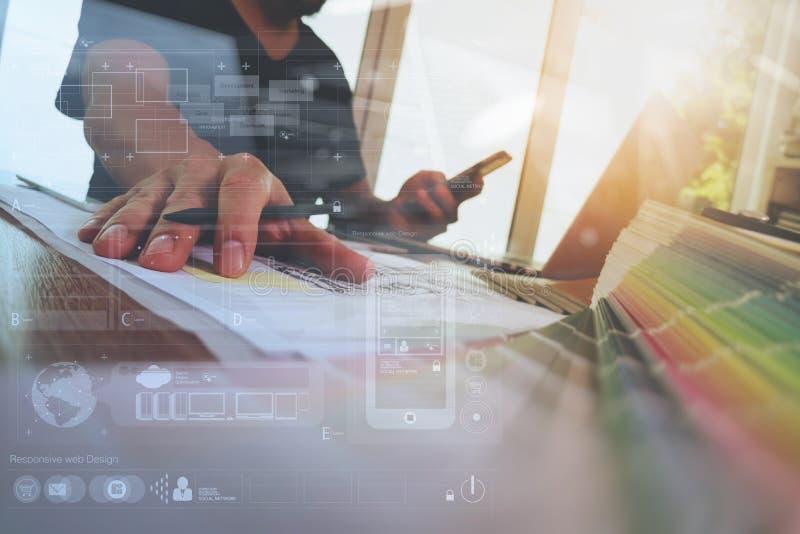 Дизайнерская рука работая с портативным компьютером и умным телефоном стоковая фотография