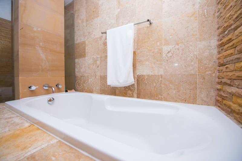 Дизайн интерьера ванной комнаты дома стоковая фотография rf
