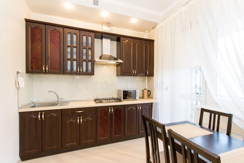 Дизайн интерьера кухни, фото фотографии интерьера живущей комнаты стоковое изображение