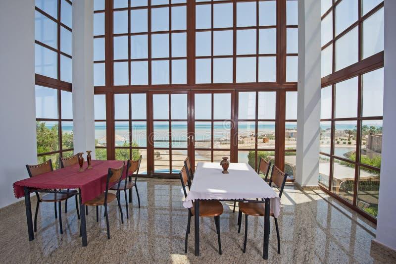 Дизайн интерьера роскошной столовой виллы стоковая фотография rf