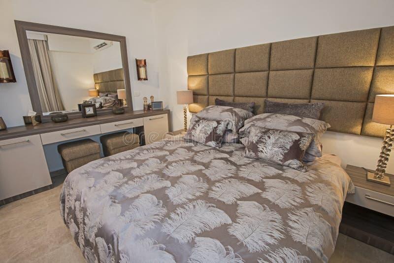 Дизайн интерьера спальни в доме стоковая фотография rf