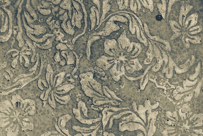 Дизайн картины цветка на старом поле цемента, стоковые фотографии rf
