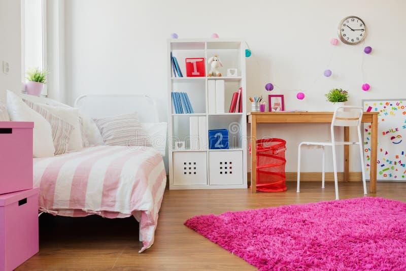 Дизайн комнаты для школьницы стоковое изображение