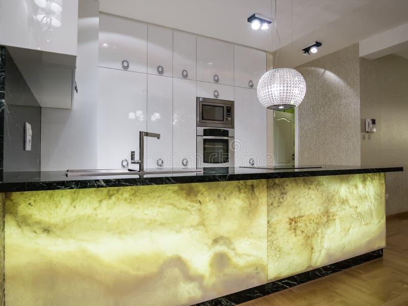 Дизайн кухни стоковое изображение