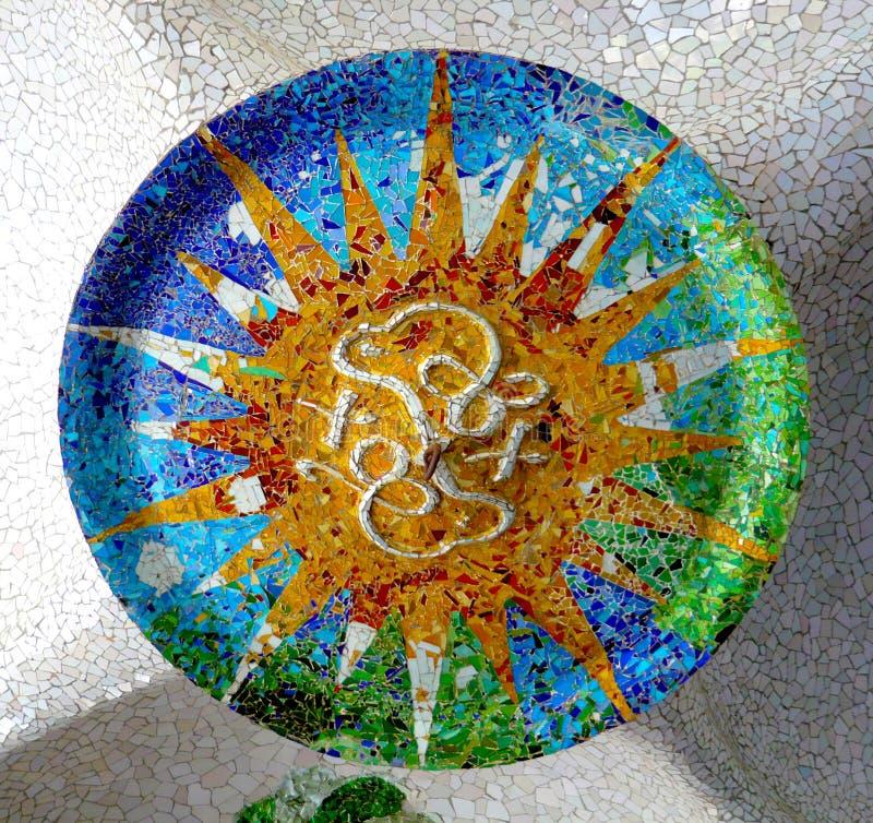 Дизайн мозаики потолка Antoni Gaudi керамический стоковые изображения rf
