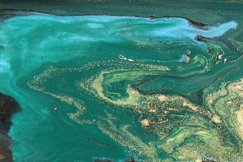 Дизайн текстуры золота мраморизуя Зеленая и золотая мраморная картина Жидкое искусство стоковое изображение