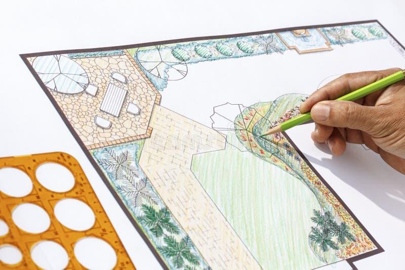 Дизайн l план ландшафтного архитектора сада формы стоковое фото