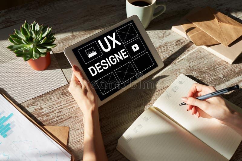 Дизайн UX Дизайнер, сеть и разработка приложений опыта потребителя Интернет и концепция технологии стоковая фотография rf