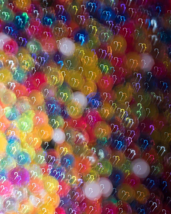 Дико сложенные вверх красочные запачканные шарики освещенные и стоковое фото