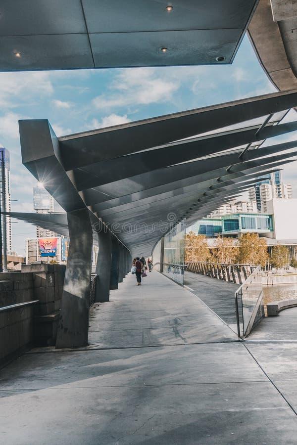 Динамическая современная дорожка в Мельбурне CBD стоковое изображение rf