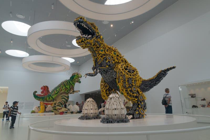 Динозавры построенные кирпичей LEGO, дома LEGO, Billund, Дании стоковые изображения