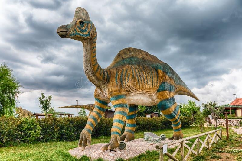 Динозавр Lambeosaurus внутри парка dino в южной Италии стоковое изображение rf