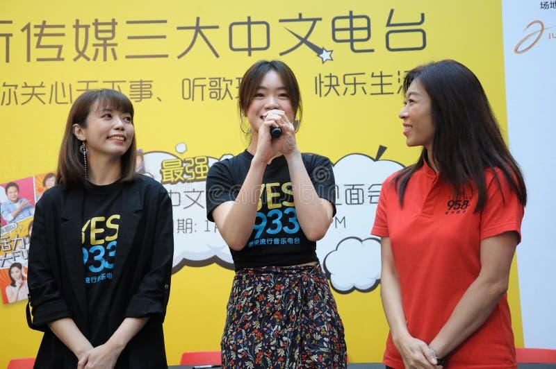 Диск-жокеи радиостанции Сингапура Mediacorp китайские стоковое фото rf