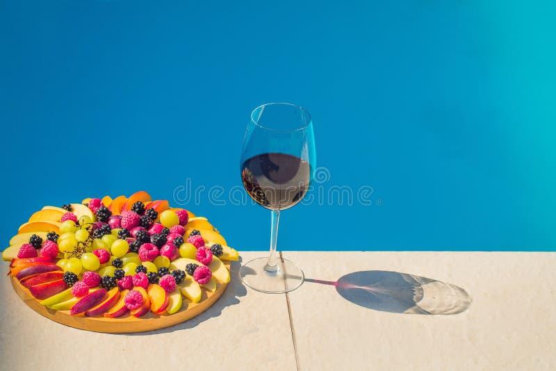 Диск и вино плодоовощ стоковое изображение