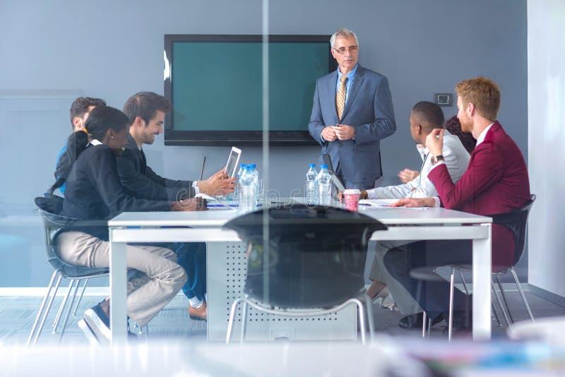 Диск работников о деле на встрече стоковое изображение rf