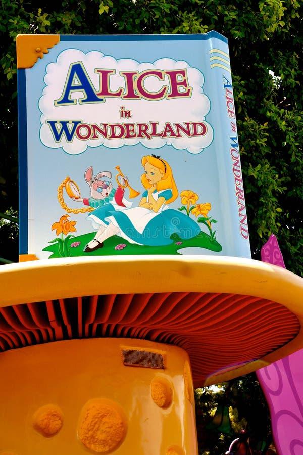 Диснейленд Алиса в Signage страны чудес стоковое изображение rf