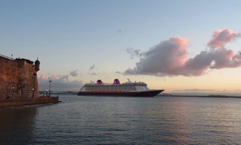 Дисней Cruiseship, Сан-Хуан - Пуэрто-Рико стоковая фотография rf