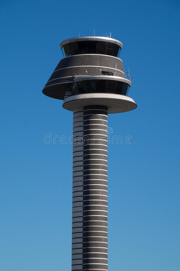 Диспетчерская вышка, авиапорт Arlanda, Стокгольм, Швеция стоковые фотографии rf
