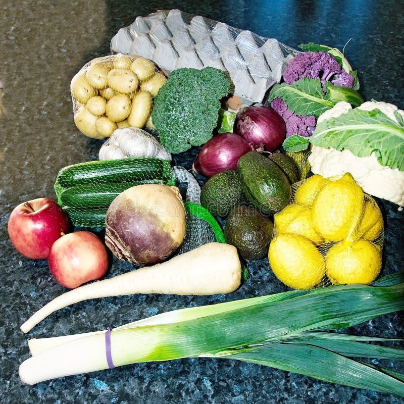 Дисплей смешанных свежих овощей стоковые фото