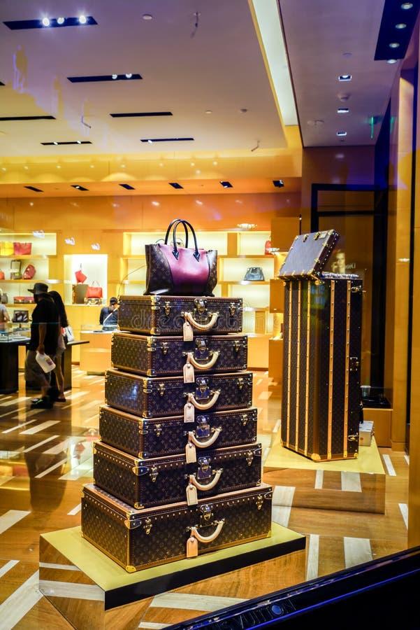 Дисплей окна Louis Vuitton стоковая фотография
