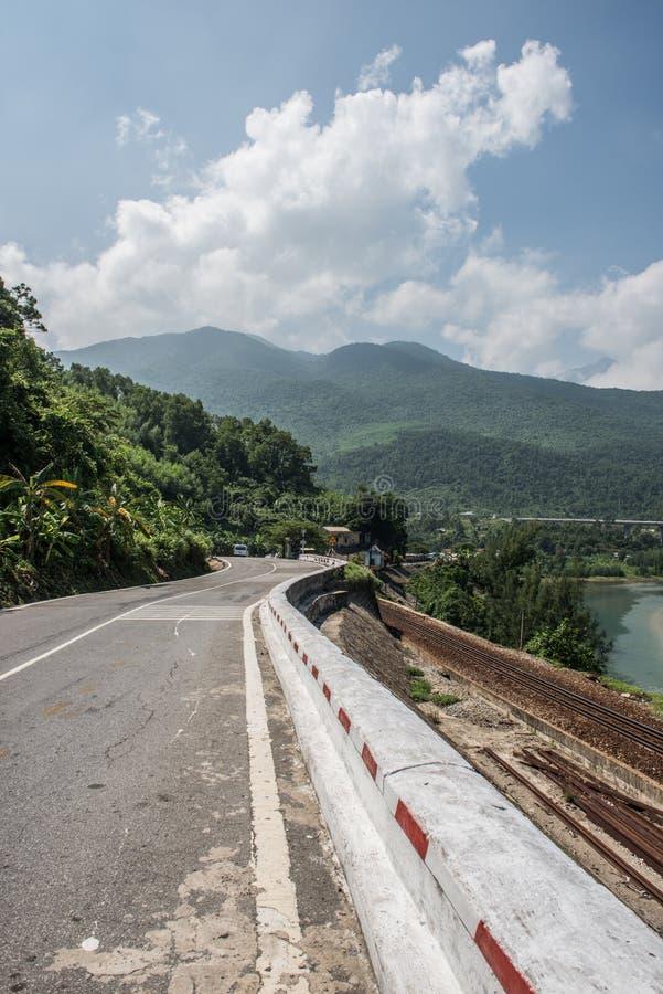 Дистантные горы от шоссе стоковое фото