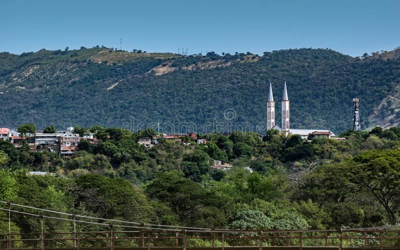 Дистантный взгляд церков Tocaima стоковые фотографии rf