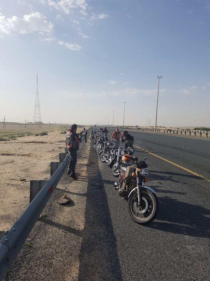 Длинная извилистая дорога ang стоковое изображение rf