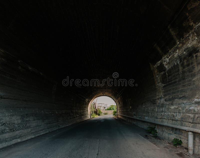 Длинные тоннель и свет в конце стоковая фотография