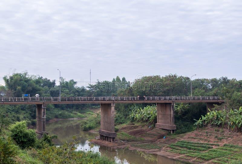Длинный конкретный мост стоковые фотографии rf
