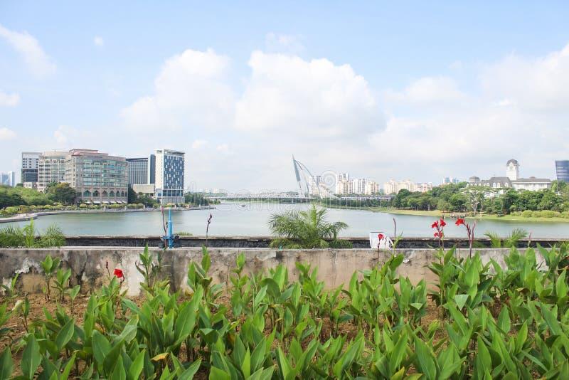 Длинный красивый вид моста Seri Wawasan, Путраджайя Куалаа-Лумпур, Малайзии стоковые изображения rf