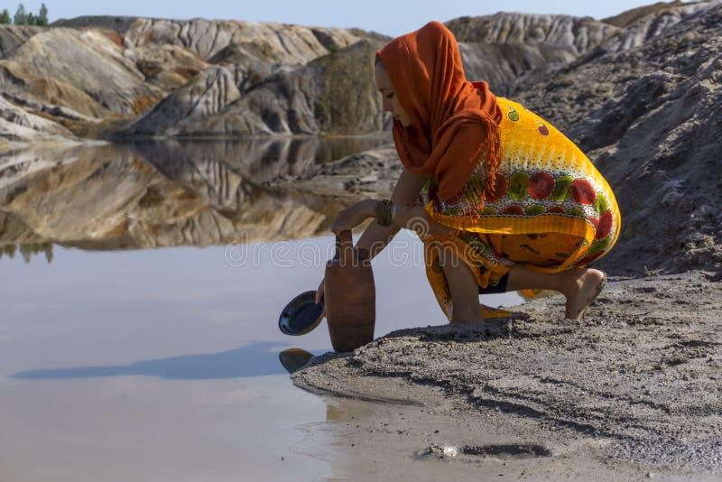 Для воды к озеру стоковое изображение