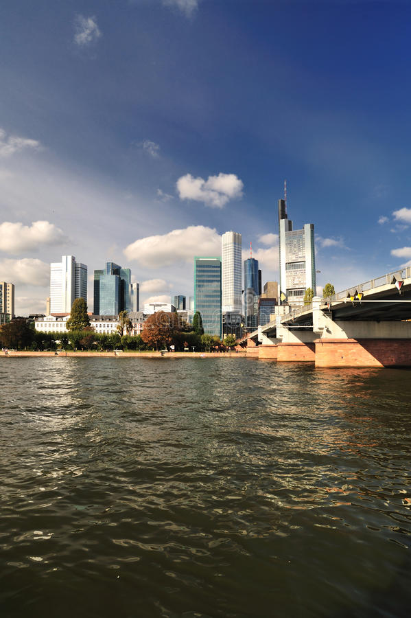 дневное время frankfurt города стоковое изображение rf