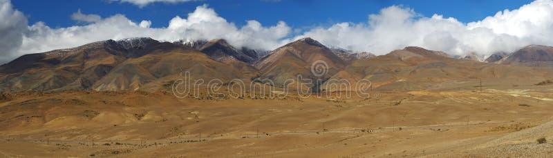 дни altai продолжают лето гор Красивейший ландшафт гористой местности Россия Сибирь стоковое изображение