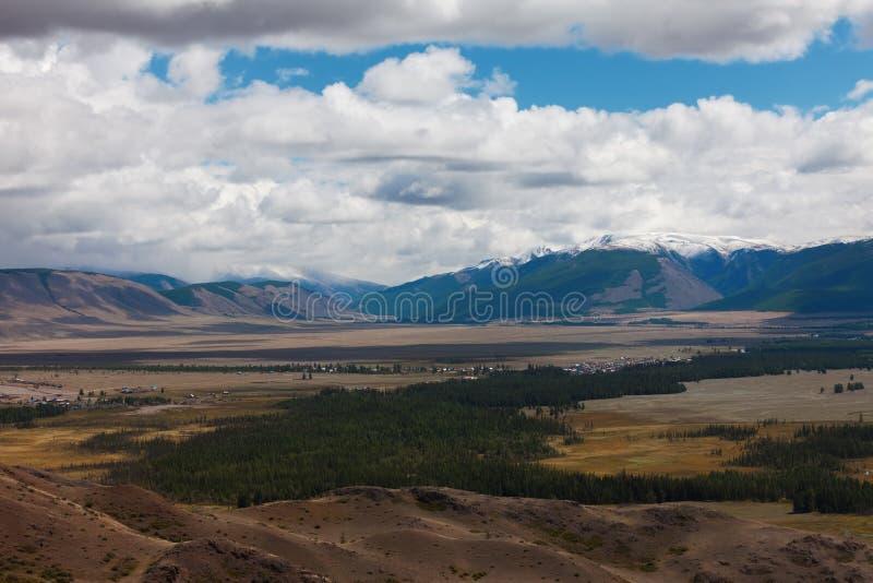 дни altai продолжают лето гор Красивейший ландшафт гористой местности Россия Сибирь стоковые фотографии rf
