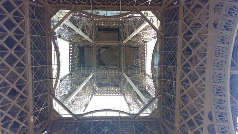 Дно Эйфелевой башни стоковые изображения