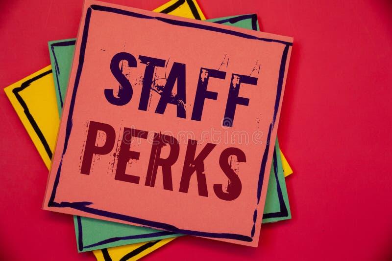 Добавления штата текста сочинительства слова Концепция дела для работников помогает желтому цвету InsurancePink здоровья вознагра стоковое фото rf