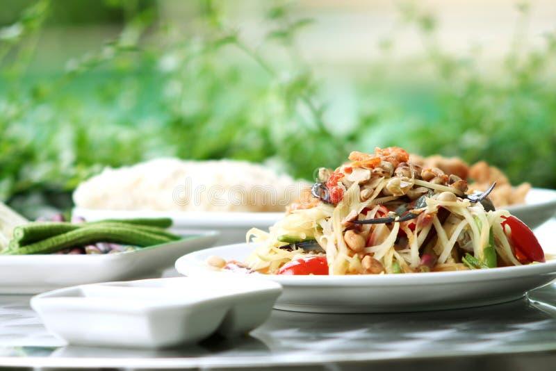 добавьте салат папапайи рака зеленый тайский стоковое фото rf