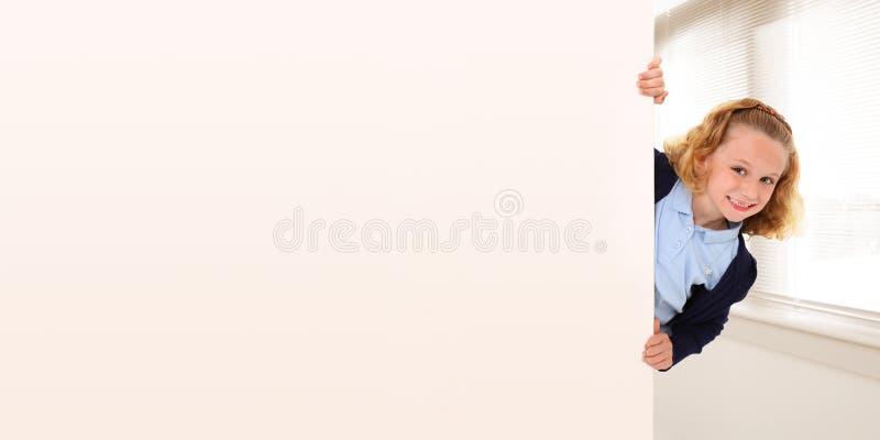 добавьте текст школы девушки стоковое изображение