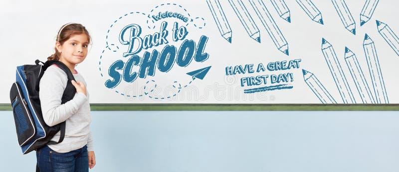Добро пожаловать задняя часть в школу - имейте больший первый день стоковое фото