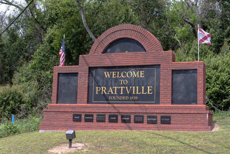 Добро пожаловать к знаку Prattville прямо дальше стоковые изображения rf
