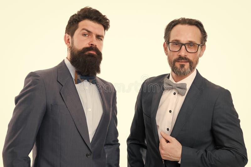 Добро пожаловать к нашей команде Большая работа Бородатые люди Зрелые люди с бородой руководство Руководство дела Современные биз стоковые изображения rf