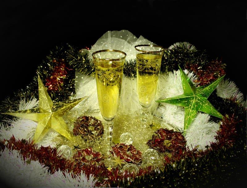 Добро пожаловать к Новому Году или кануну chrismas! 2 стекла шампанского стоковое фото