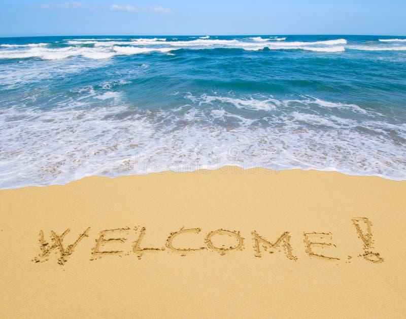 Добро пожаловать написанное в песчаном пляже стоковая фотография