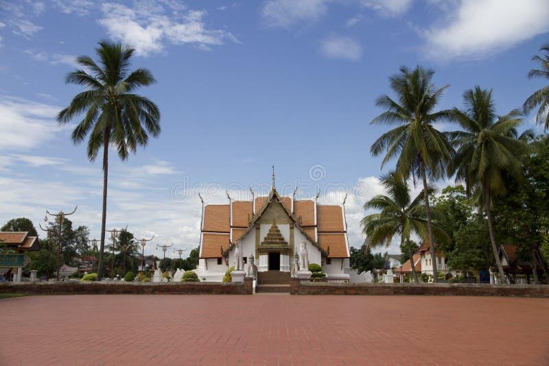 Добро пожаловать к виску Wat Phumin Nan стоковые фотографии rf