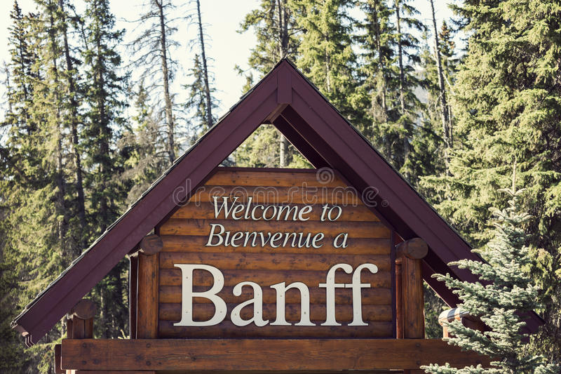Добро пожаловать к национальному парку Banff стоковые изображения rf