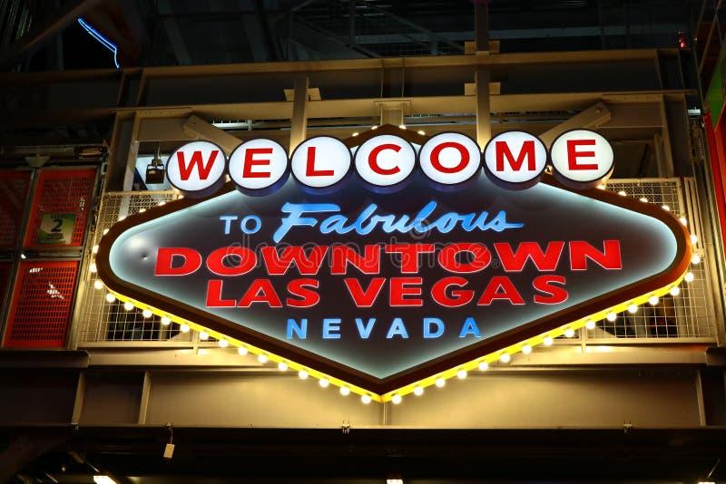 Добро пожаловать к фантастичному городскому знаку Лас-Вегас на улице Fremont стоковые изображения rf