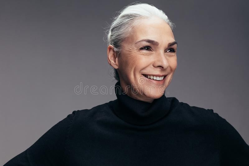 Доверие в ее улыбке стоковое фото