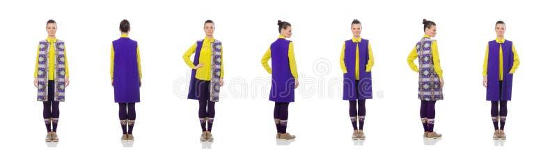 Довольно кавказская модель в пурпурном жилете изолированном на белизне стоковые фотографии rf