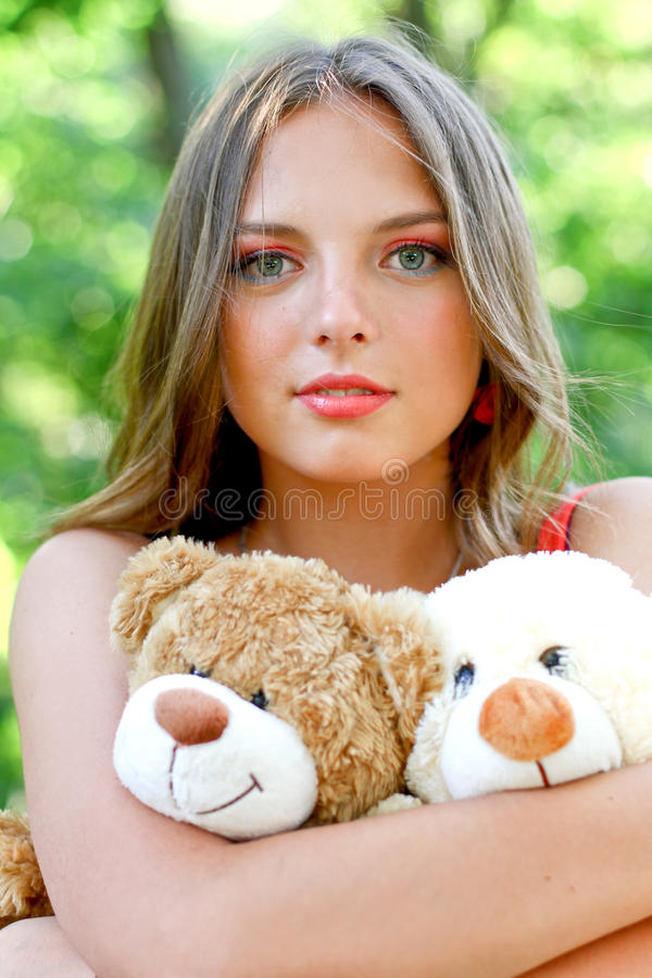 Довольно кавказская молодая женщина с игрушками стоковое фото rf