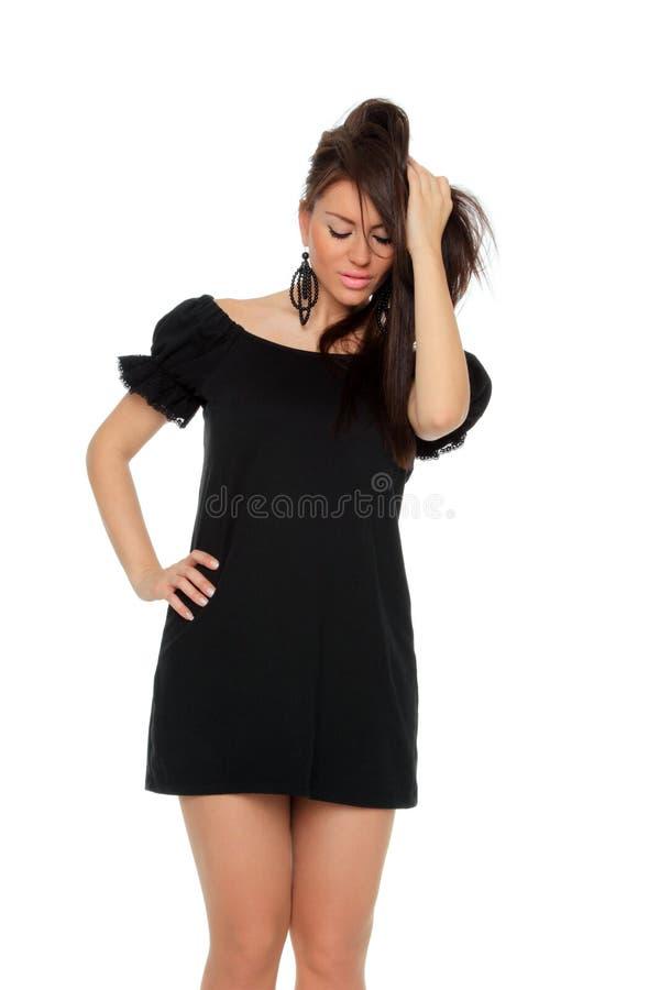 Довольно сексуальное во всю длину девушки представляя в славном черном платье стоковое фото rf
